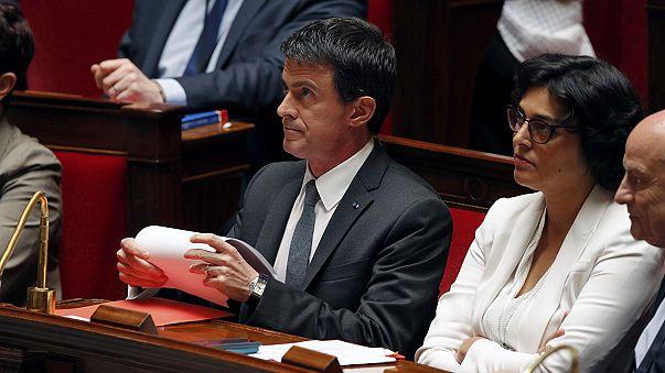 França: Valls impõe ao parlamento a nova lei do trabalho