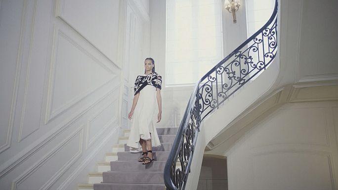سيلين ديون، عاشقة لأزياء جيامباتيستا فالي في الأسبوع الباريسي للخياطة الراقية