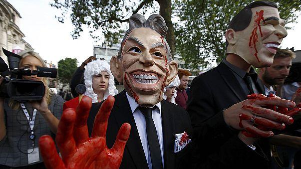 عائلات الجنود القتلى في حرب العراق يتظاهرون في لندن اثر صدور تقرير تشيلكوت