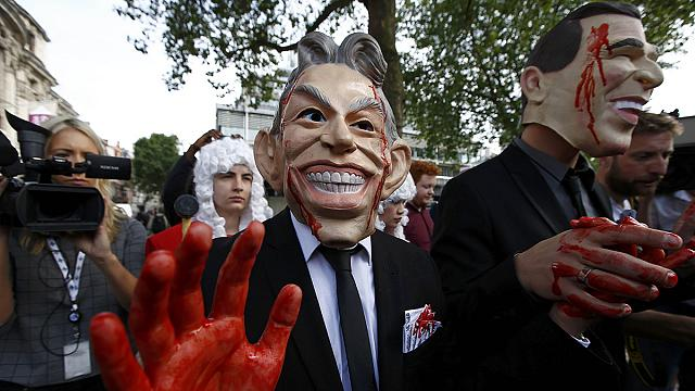 Семьи погибших в Ираке британских военных требуют судить Блэра