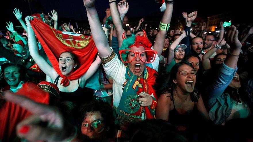 مشجعو منتخب البرتغال يحتفلون بالتأهل الى نهائيات كأس يورو 2016