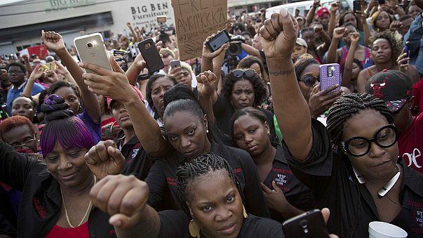 Negli Usa due afroamericani morti per mano della polizia in poche ore
