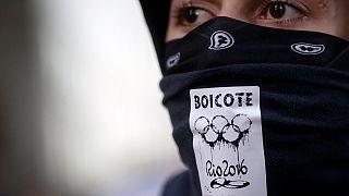Госслужащие Рио требуют выплатить им зарплату прежде, чем тратить средства на Олимпиаду