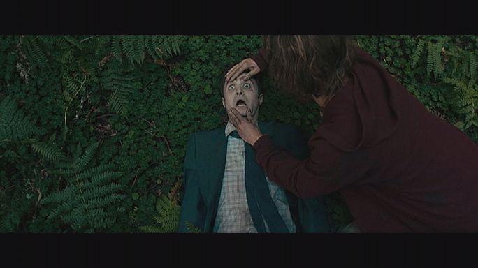 Daniel Radcliffe a beszélő kékülő hulla szerepében