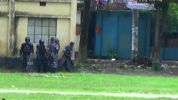 حمله مهاجمان به نیروهای پلیس بنگلادش شماری کشته و زخمی برجای گذاشت