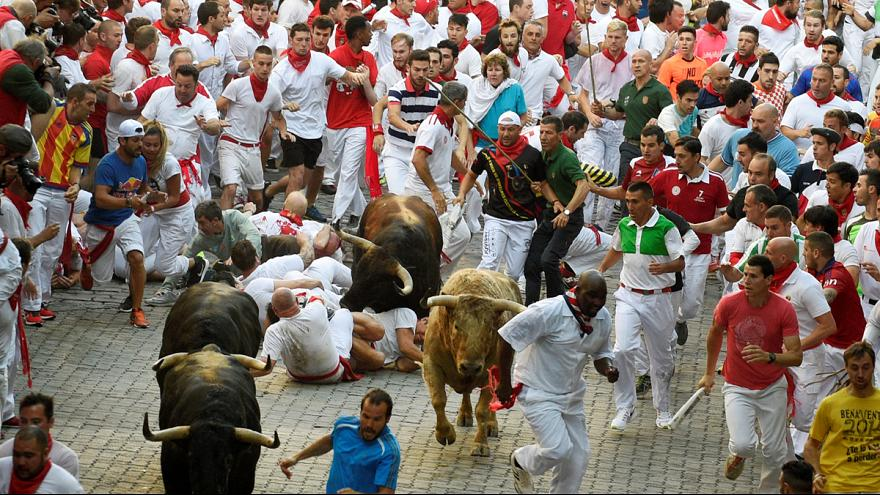 Festa di San Fermin a Pamplona, i tori alla prima corsa
