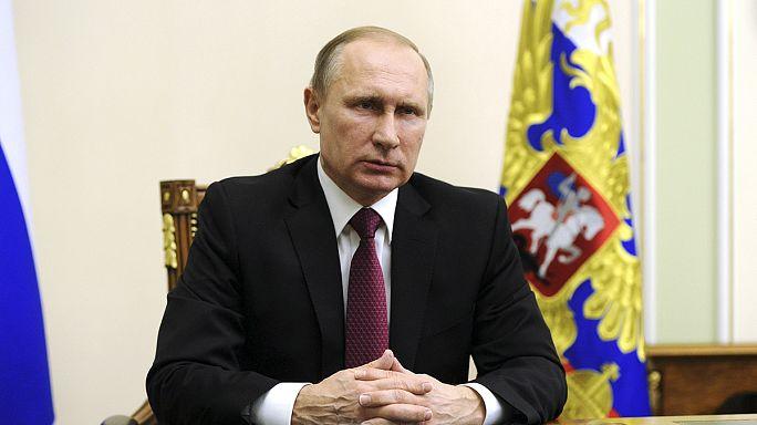 بوتين يوقع على قوانين لمكافحة الإرهاب تعزز الرقابة على الإتصالات