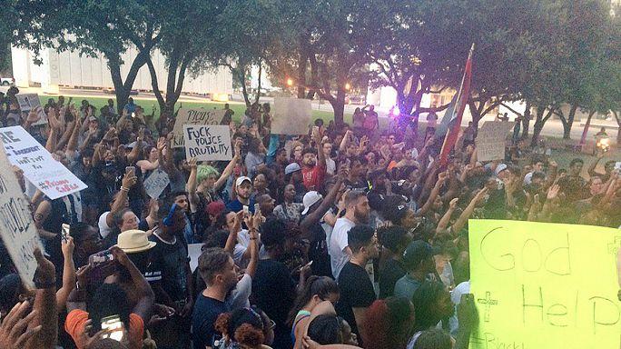 تظاهرات واسعة في أمريكا بسبب مقتل شابين أسودين على يد الشرطة