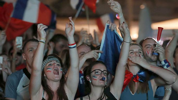 الفرحة تعم شوارع فرنسا بعد فوز منتخبها أمام المانيا