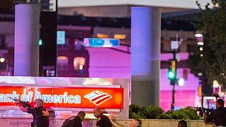 EUA: Atiradores furtivos matam cinco polícias em Dallas durante protestos contra a violência policial
