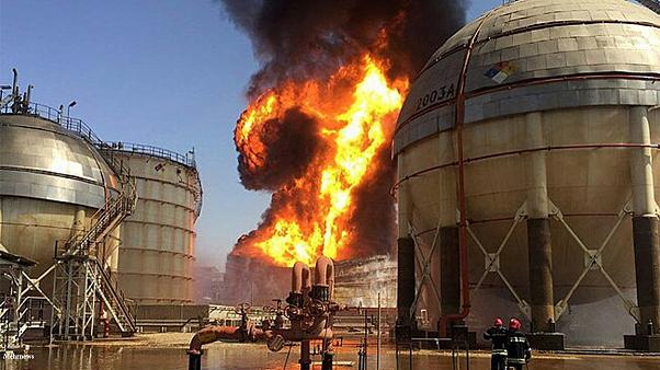 زنگنه: خرابکاری علت آتشسوزی در ماهشهر نیست