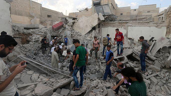 عشرات القتلى والجرحى في قصف على إدلب وحلب في اليوم الأخير من الهدنة