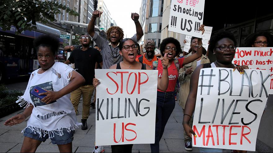 EUA: Protestos em várias cidades contra a violência policial