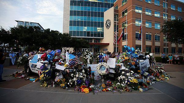 Conmoción en Dallas donde continúa la investigación sobre el tiroteo del jueves