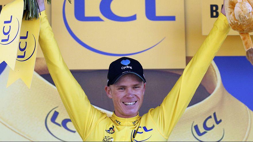 طواف فرنسا : كريس فروم يفوز بالمرحلة الثامنة وينتزع القميص الأصفر