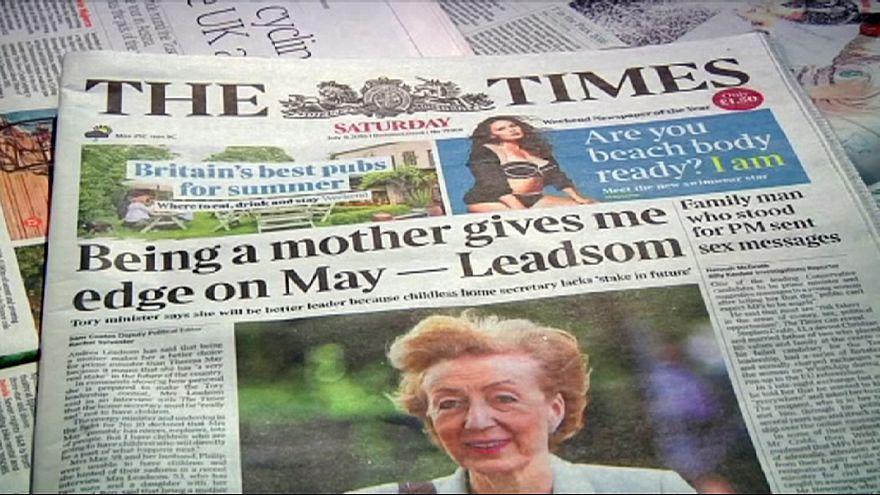 """Reino Unido: """"Amor de mãe"""" abre batalha entre rivais à sucessão de Cameron"""