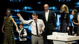 Magyar film nyert Karlovy Varyban, Hajdu Szabolcs filmje, az Ernelláék Farkaséknál kapta a fődíjat