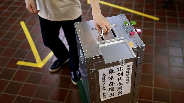 Japonya Senato üyelerinin yarısını yenilemek için sandık başında