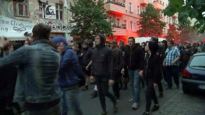 Durva tüntetés, sok sebesült rendőr Berlinben