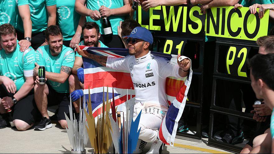 Lewis Hamilton trionfa a Silverstone per il terzo anno consecutivo