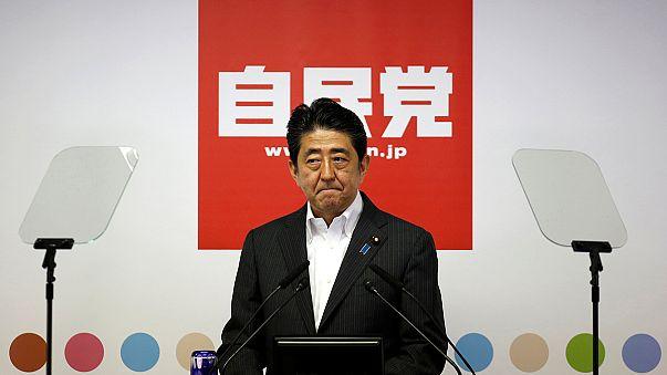 Shinzo Abe más fuerte para reformar la Constitución y dinamizar la economía de Japón