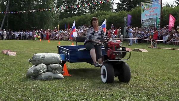 Festival de lanzamiento de caca de vaca en los Urales