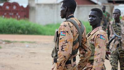 Thousands flee in renewed fighting in South Sudan