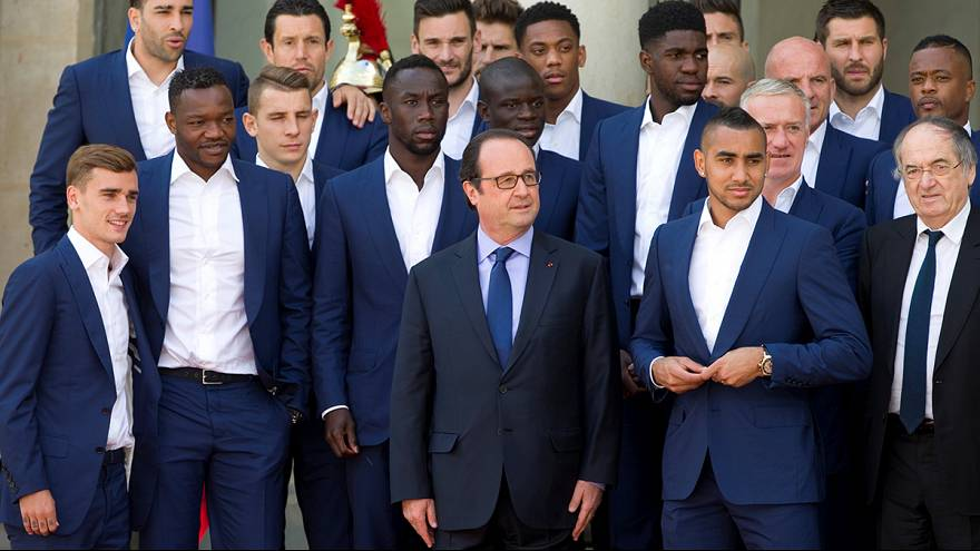 Hollande greets France squad at Elysee Palace