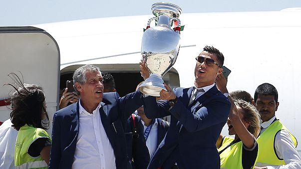Seleção portuguesa recebida em apoteose, após ganhar o campeonato europeu de futebol