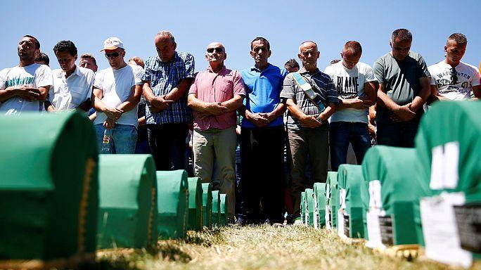 A szrebrenicai mészárlásra emlékeztek a bosnyákok