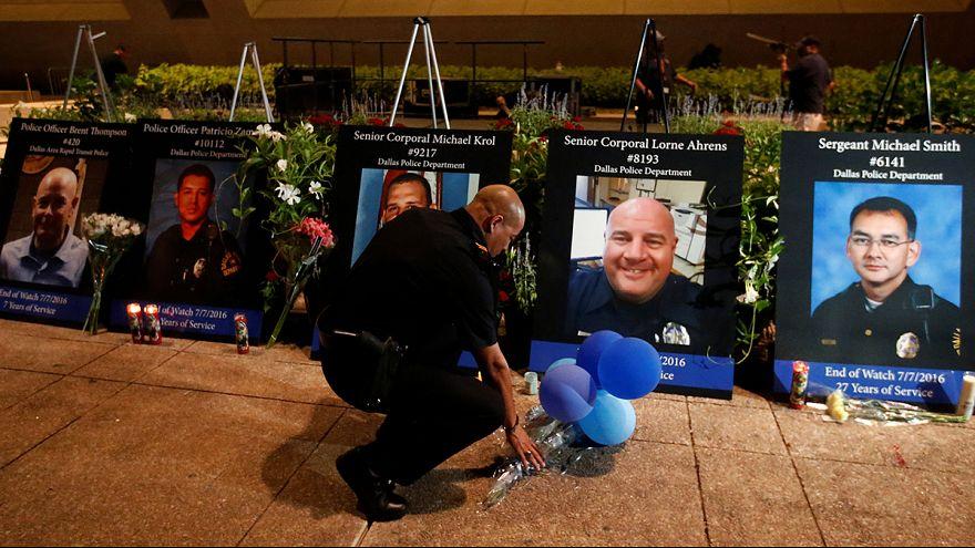 Dallas rinde tributo a los policías asesinados