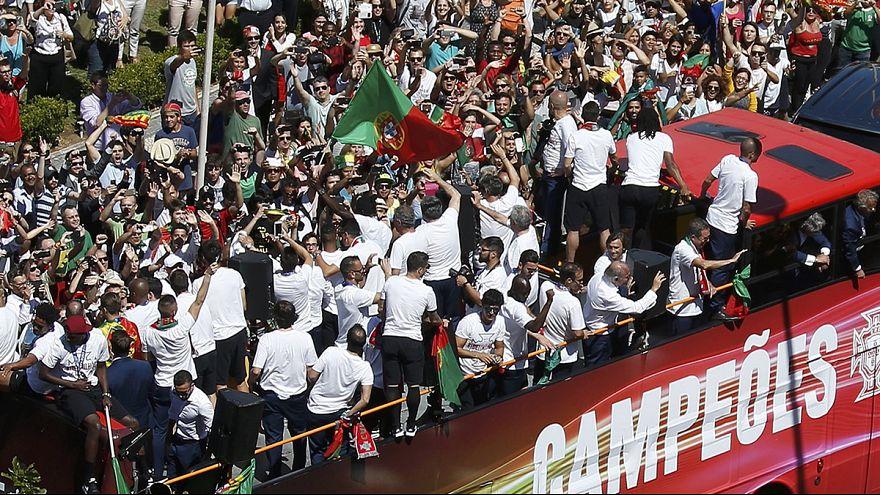 البرتغاليون أبطال اليورو 2016 يعودون إلى لشبونة