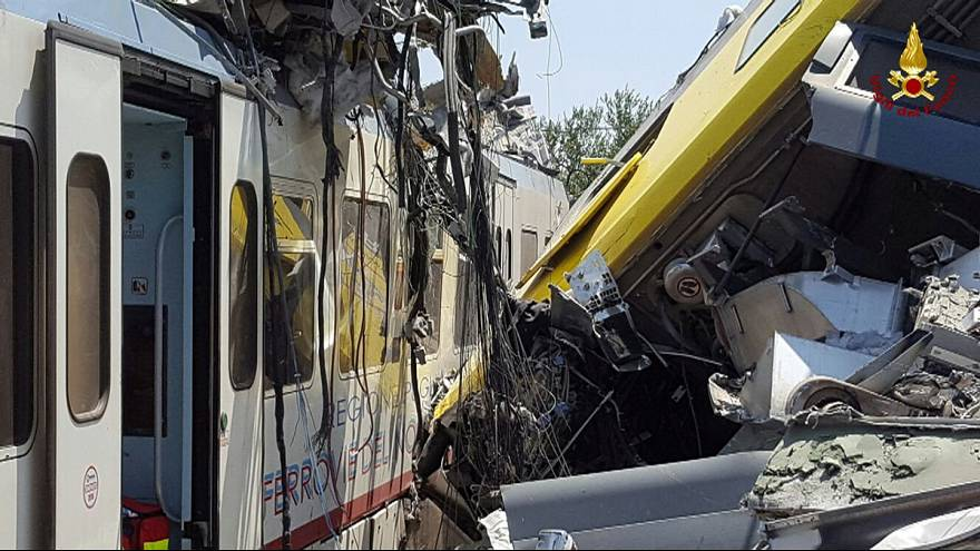 Al menos 20 muertos y decenas de heridos en un accidente ferroviario en la región de Apulia, Italia