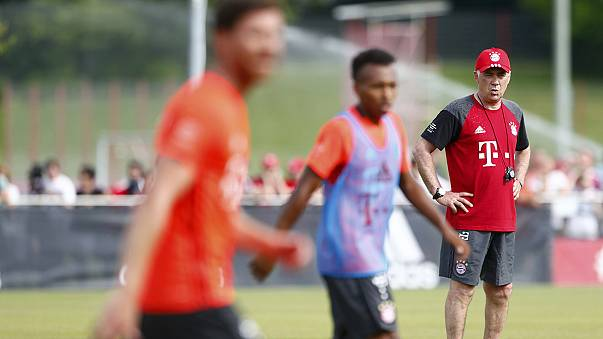Carlo Ancelotti orienta o primeiro treino no Bayern Munique