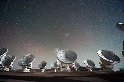 Antennas of the Atacama Large Millimeter/submillimeter Array (ALMA), on the Chajnantor Plateau in the Chilean Andes.