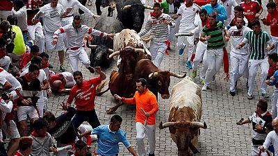 Le célèbre lâcher de taureaux à Pampelune (Espagne)