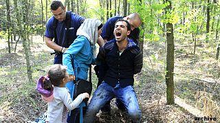 منظمة هيومن رايتس ووتش: المجر تتعامل بوحشية مع اللاجئين عند حدودها