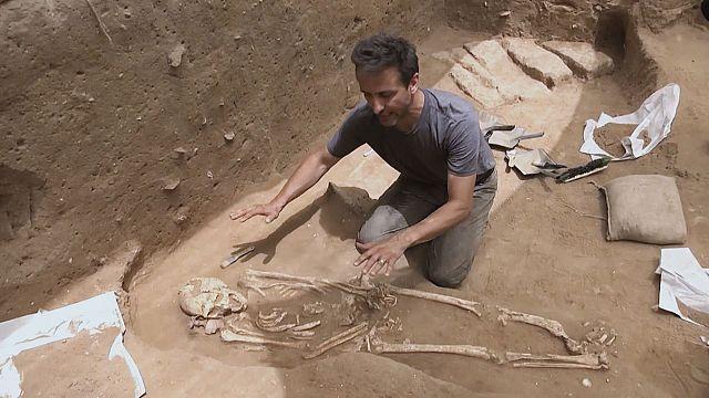 إكتشاف مقبرة في مدينة عسقلان قد تحل لغو الفلستيين
