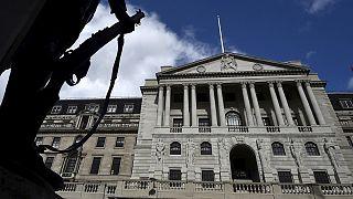 El Banco de Inglaterra aplaza a agosto su posible rebaja de intereses