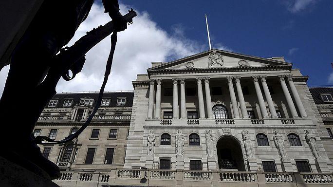 بنك إنجلترا يفاجئ الأسواق بإبقاء أسعار الفائدة ثابتة
