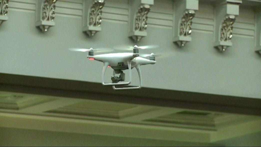 Ukrayna parlamentosunda yumrukların yerini 'drone' aldı