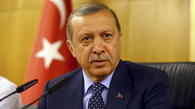 "Erdogan ""kitakarítja a hadsereget"""