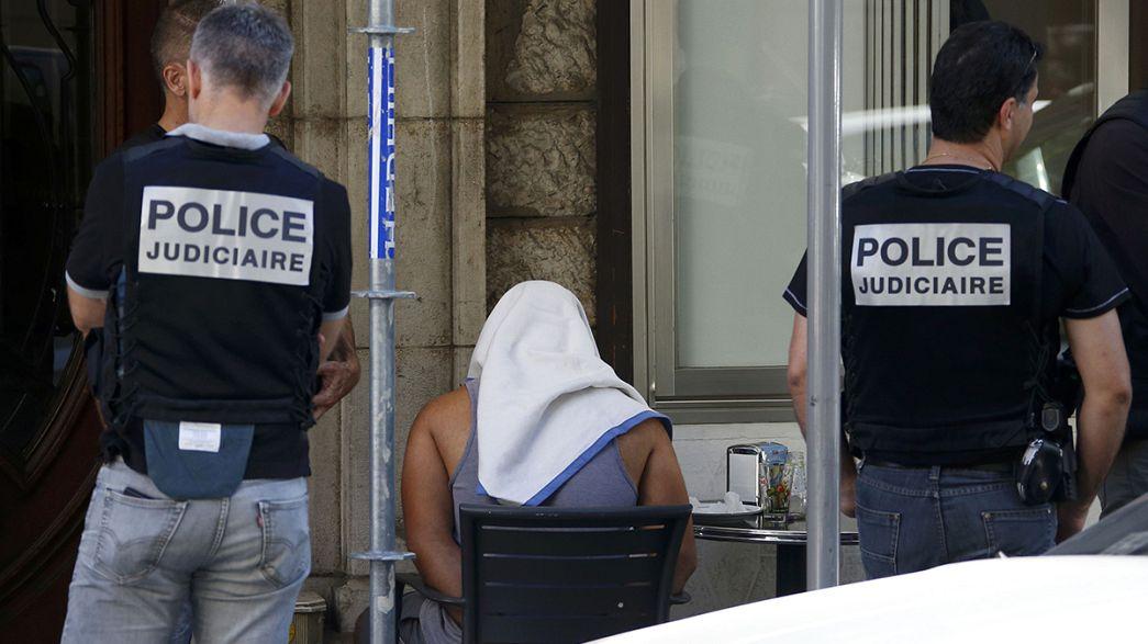 """Глава МВД Франции: Бухлель подвергся радикализации в """"крайне короткий срок"""""""