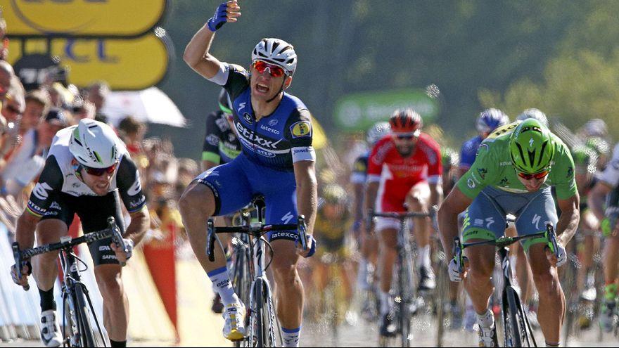 Tour: Cavendish győzött, Froome az élen