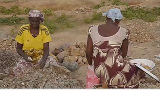 Cameroun : les concasseuses de pierres de Maroua