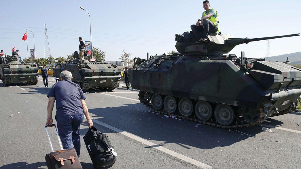 В Турции после попытки переворота введено военное положение