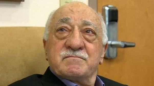 El clérigo Fethullah Gülen insinúa que Erdogan ha podido simular un golpe de Estado
