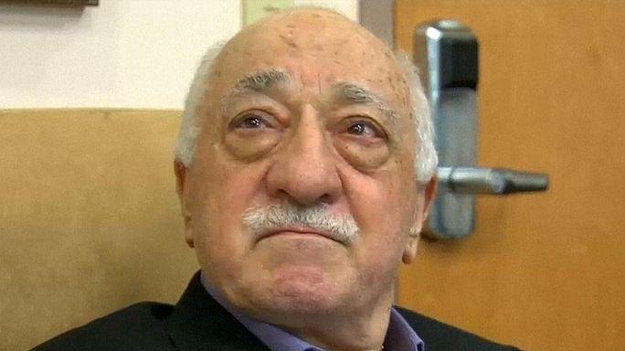 A megvádolt hitszónok szerint Ankara is állhat a puccs mögött