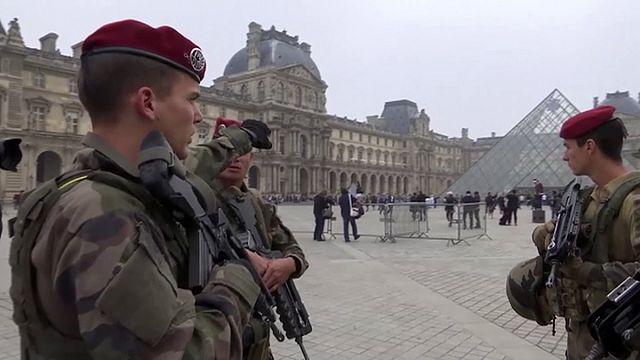 Французских патриотов ждет оперативный резерв полиции и жандармерии