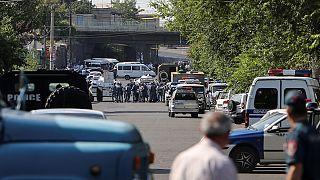 Один погибший и двое раненых в результате захвата заложников в Ереване